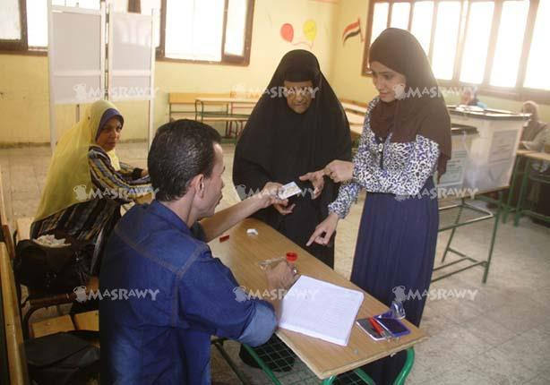 المصرية لحقوق الإنسان: تأخر فتح اللجان وأعمال عنف ودعاية أبرز مظاهر الانتخابات