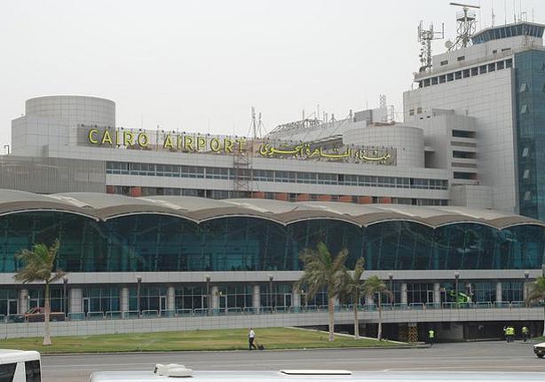 مطار القاهرة: إيقاف أحد العاملين بعد تصويره لراكبة فور وصولها من بيروت