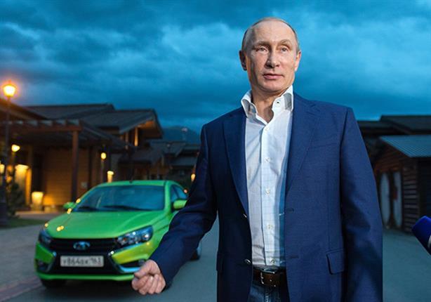 بالفيديو.. الرئيس الروسي يروج بنفسه لسيارة لادا فيستا الجديدة