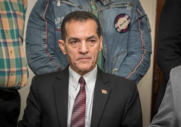 رئيس جامعة الأزهر ينفي تعيين زوجته كمستشارة له