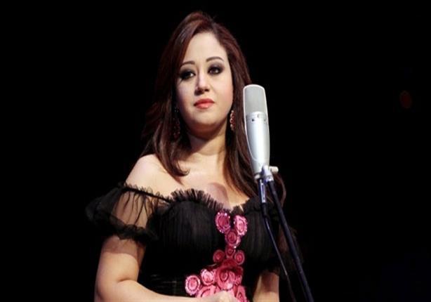 ريهام عبد الحكيم تطلب الدعاء للمطربة سوما