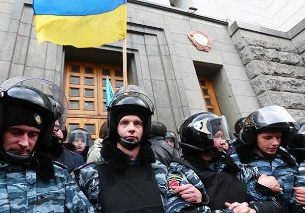 اعتقال مسؤولين كبيرين خلال اجتماع للحكومة الأوكرانية مذاع على الهواء مباشرة