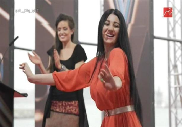 """صافيناز تهدي وصلة رقص لـ""""رامز واكل الجو"""""""