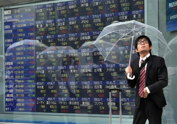 الأسهم اليابانية تنخفض لأقل مستوى بأسبوعين بسبب الانهيار التاريخي للبترول