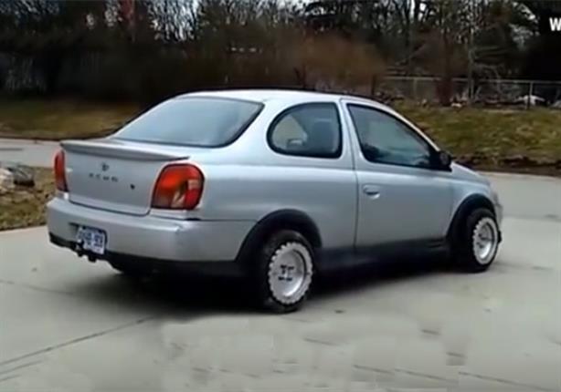 بالفيديو.. أمريكي يخترع إطارات سيارة يمكن تحريكها في كافة الاتجاهات
