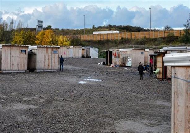 الإندبندنت: مئات المهاجرين يعودون إلى مخيم سري قرب كاليه لمحاولة الوصول إلى بريطانيا