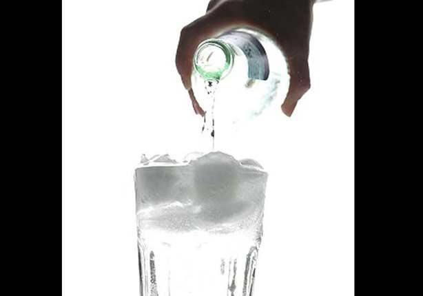 """باحثّون يُفسّرون: لماذا تروي """"المشروبات الباردة المُثلّجة"""" العطش؟"""