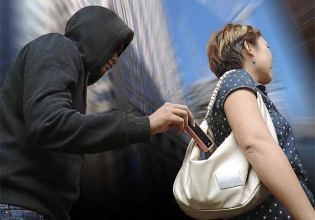 مباحث القاهرة تضبط أحد الأشخاص لسرقة الهواتف المحمولة