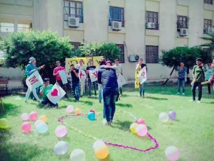 """تحقيقات جامعة طنطا في واقعة """"حضن الخطوبة"""": إحالة الطلاب إلى مجلس التأديب"""