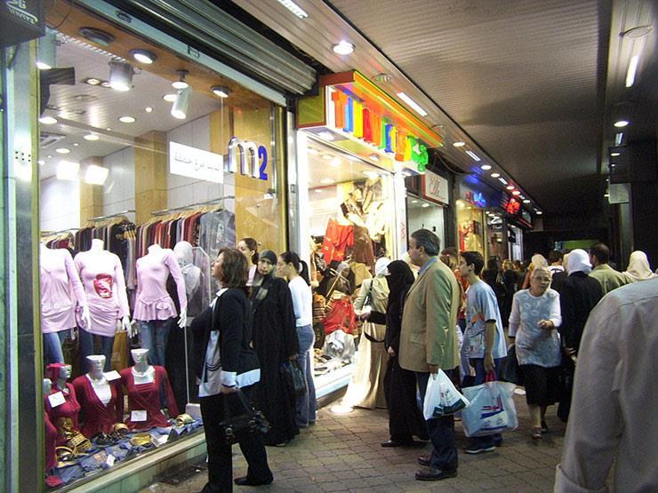 """أسعار الملابس الشتوية ترتفع 15%.. والزبائن تكتفي بـ """"الفرجة"""""""