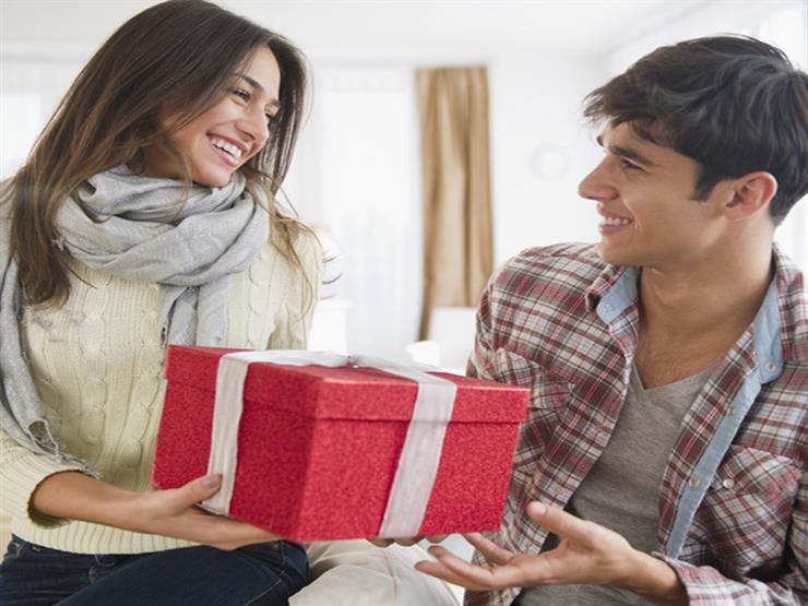 للرجل والمرأة.. أفضل الهدايا التي يمكنك أن تشتريها لشريك حياتك في الفالانتين