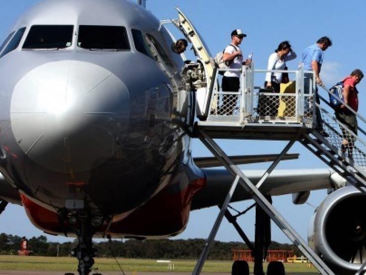 لماذا نصعد الطائرة من جانبها الأيسر؟