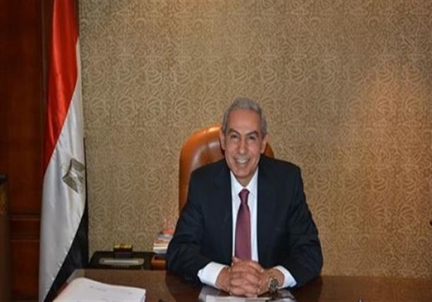 وزير الصناعة يطير إلى باريس للترويج للاستثمار في مصر