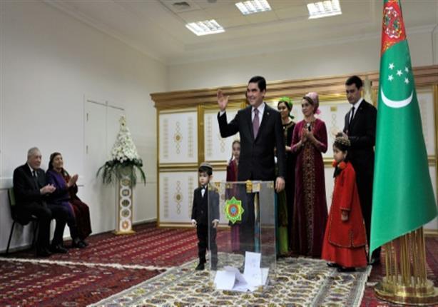 رئيس تركمانستان: عرق السوس يمنع من تطور كورونا داخل الجسم