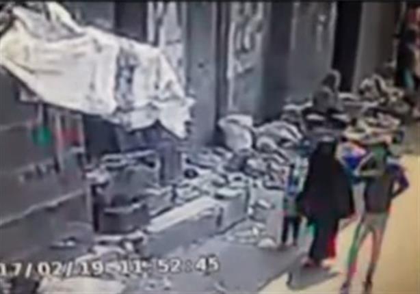 """سيدة تكشف تفاصيل الاعتداء عليها بـ""""ساطور"""" مع زوجها في السوق"""