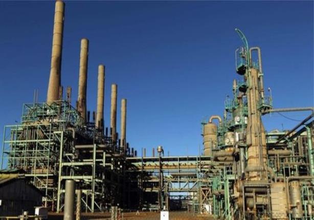 فصائل مسلحة تقاتل للسيطرة على موانئ نفطية هامة شرقي ليبيا