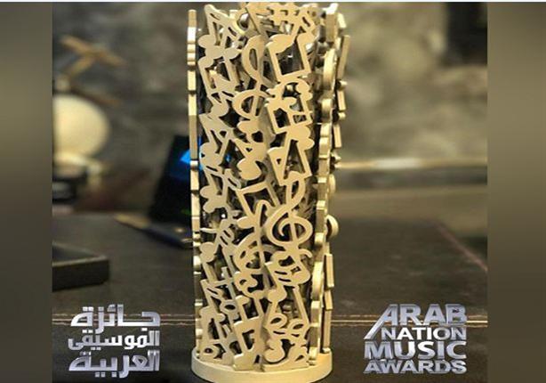 """تعرف على الفنان الوحيد الذي غنى """"لايف"""" في """"جائزة الموسيقى العربية"""""""
