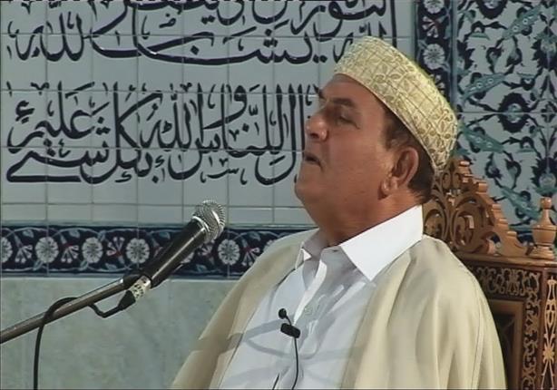 مُقرئ الرؤساء يُحيي ليلة عزاء مبارك: تلقيت دعوة من الأسرة