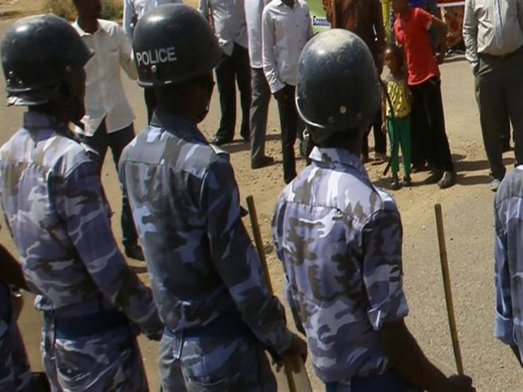 الشرطة السودانية تعلن مقتل أحد أفرادها على يد متظاهرين