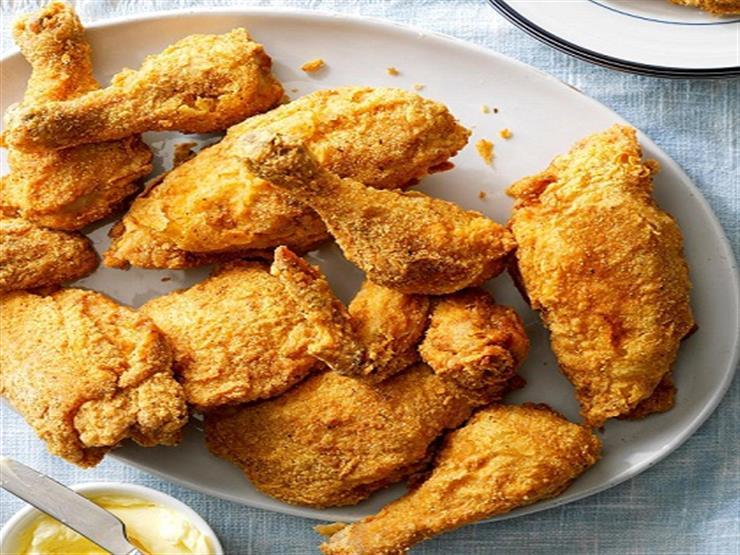 خبير طهي يكشف عن سر وصفة الدجاج المقلي المثالية