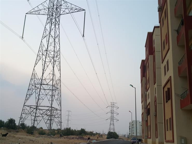 طلب إحاطة لرئيس الحكومة بسبب أبراج الكهرباء الموجودة وسط المناطق السكنية