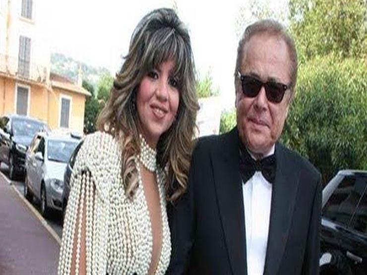"""بوسي شلبي ترتدي قناعا للوقاية من """"كورونا"""" في زيارتها لقبر محمود عبدالعزيز"""