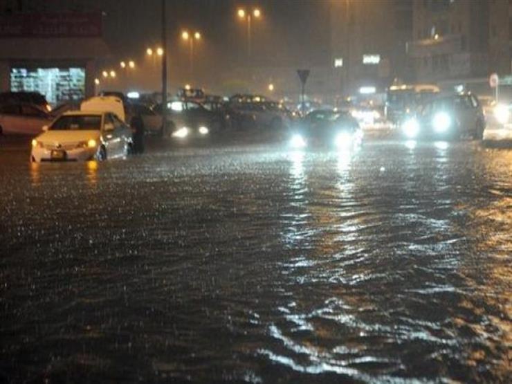 الكويت تحذر المواطنين والوافدين من الخروج من المنازل بسبب الأمطار الغزيرة