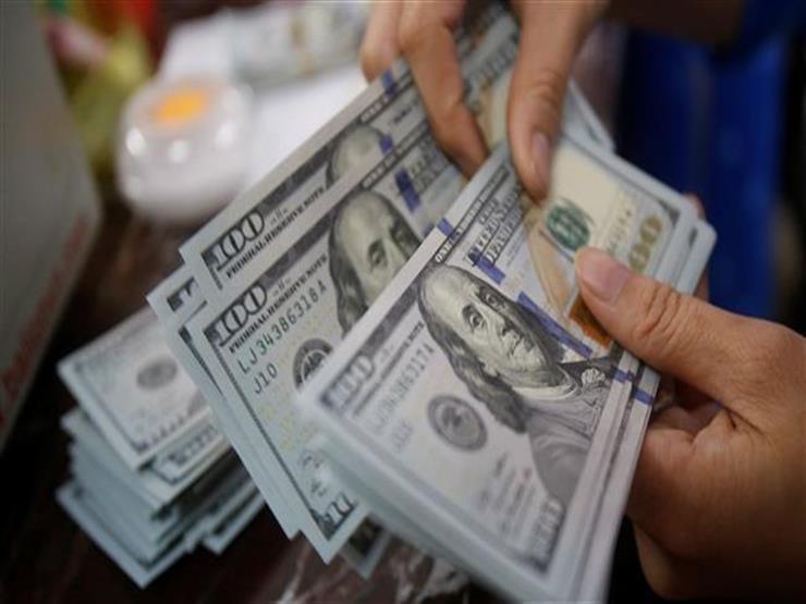 أسعار الدولار تنخفض أمام الجنيه في 4 بنوك مع بداية التعاملات