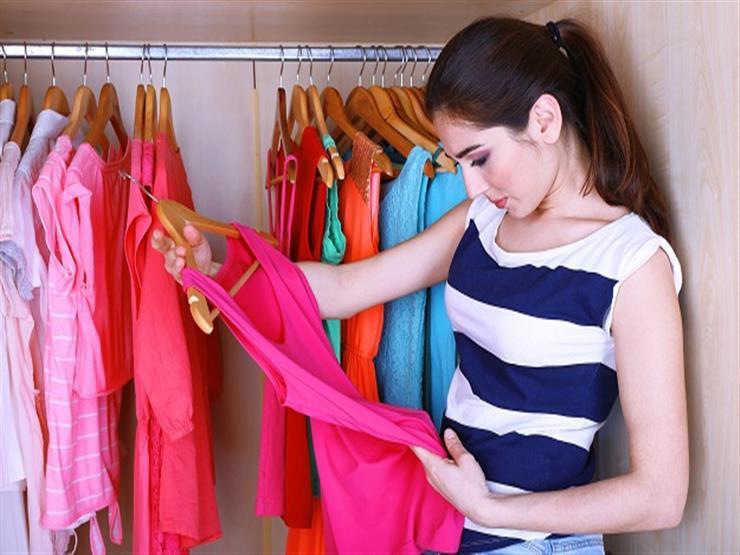 """""""تخلصي من حيرة كل يوم"""".. 10 نصائح عملية لاختيار ملابسك في الصباح"""