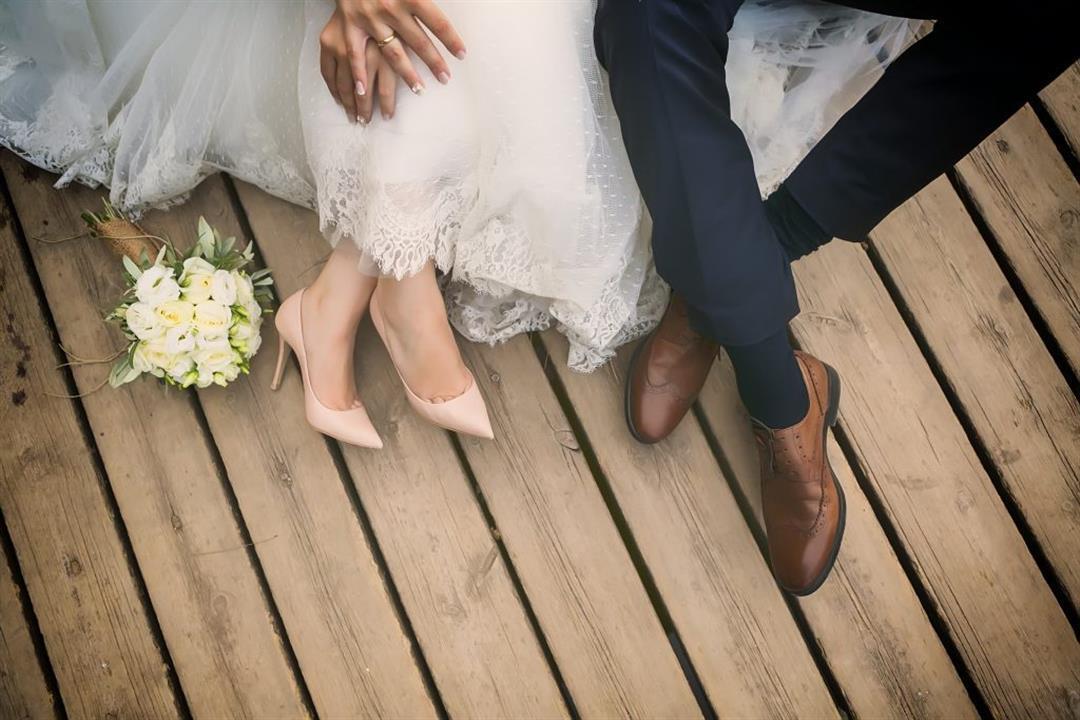 لماذا يفشل البعض في الليلة الأولى من الزواج؟