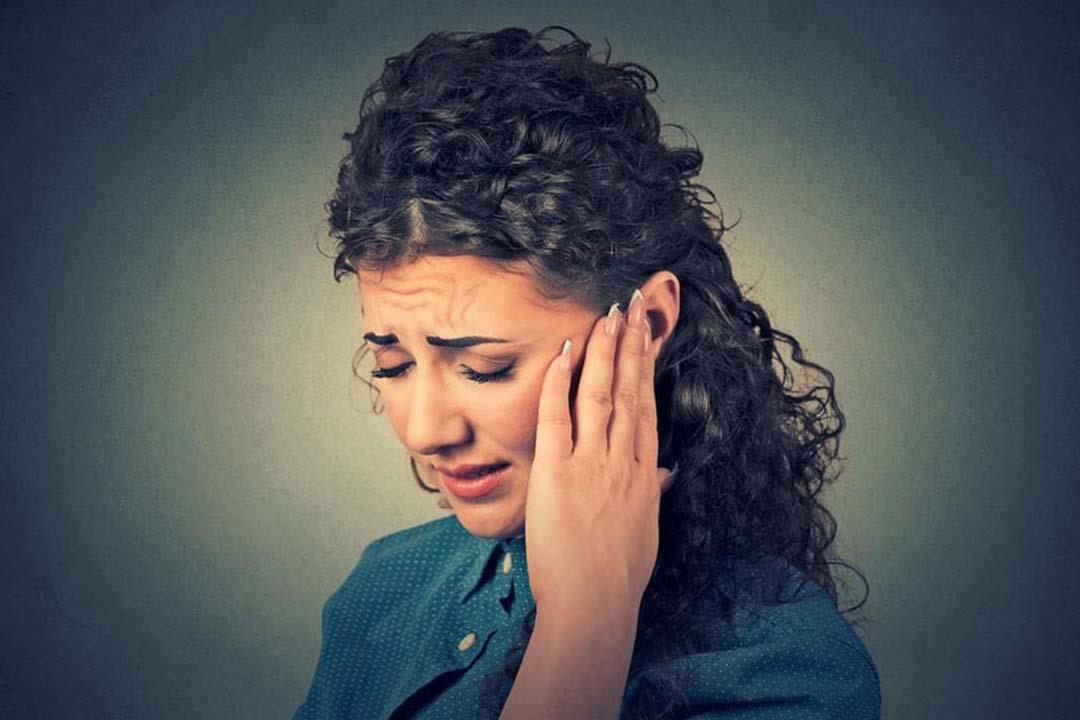 من الفم والأذن.. علامات تكشف نقص فيتامين  B12