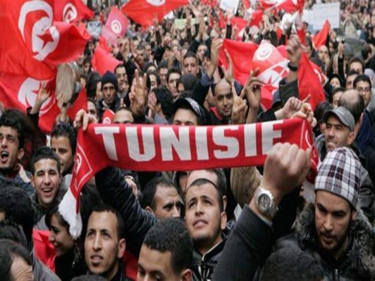 """نشطاء تونسيون يطلقون حملة """"السترات الحمراء"""" للمطالبة بالتغيير"""