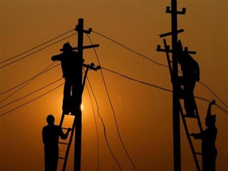فصل التيار الكهربائي عن قرى فارسكور وكفر سعد بدمياط لتركيب كابلات أرضية