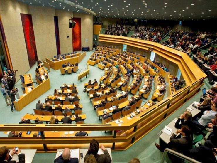 سياسي هولندي يعلن تخليه عن قيادة حزبه فى انتخابات هولندا وسط فضيحة استحقاقات الأطفال