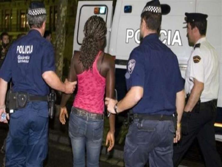 الشرطة الإسبانية تطلق سراح 16 امرأة مارسن الدعارة بسبب الديون
