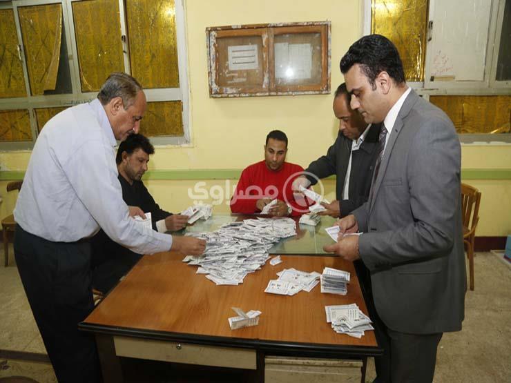مؤشرات: 907 صوتًا للسيسي مقابل 49 لموسى في لجنة زاهر بمرسى مطروح