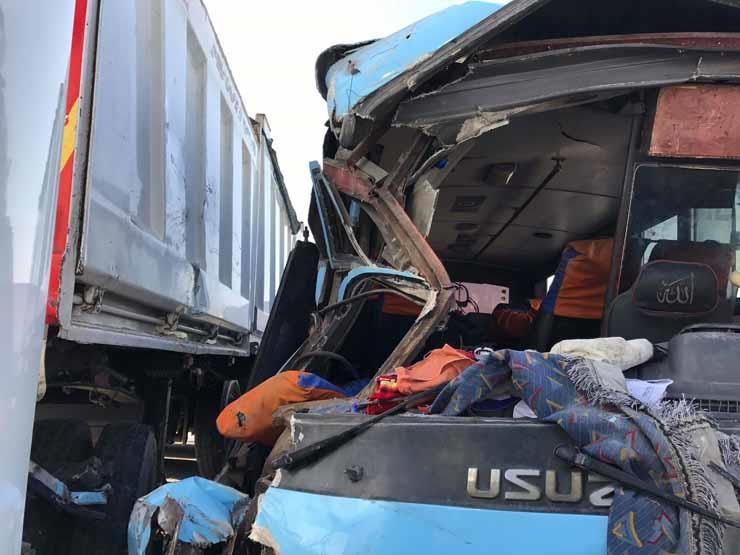 """بالأسماء.. 8 مصابين في تصادم نقل وأتوبيس بـ""""صحراوي"""" البحيرة"""