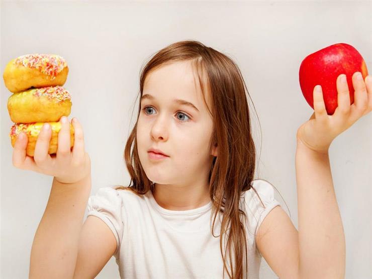 سمنة طفلك تهدد صحته.. إجراءات تساعدك على حمايته