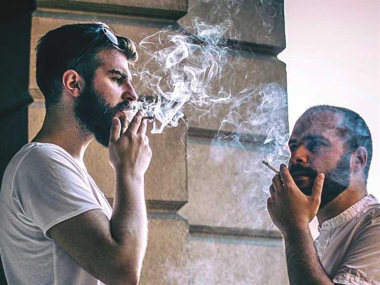 هل الرجل المُدخن أكثر جاذبية للمرأة؟