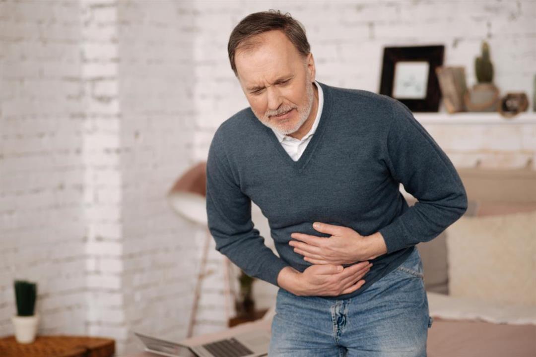 تعاني من ألم البطن بعد الأكل؟.. 5 مشكلات قد تكشف السبب