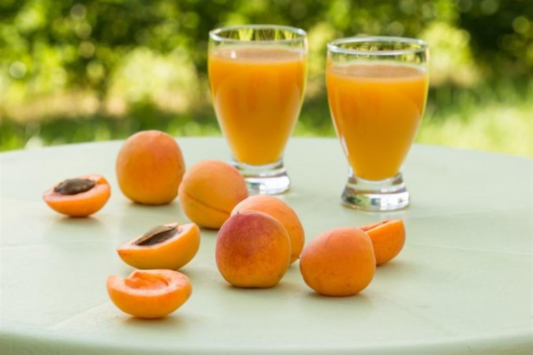 عصير خوخ بالمشمش.. صحي ولذيذ لإفطارك