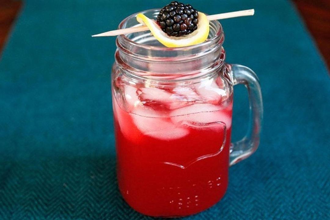 عصير الليمون الوردي.. منعش وصحي