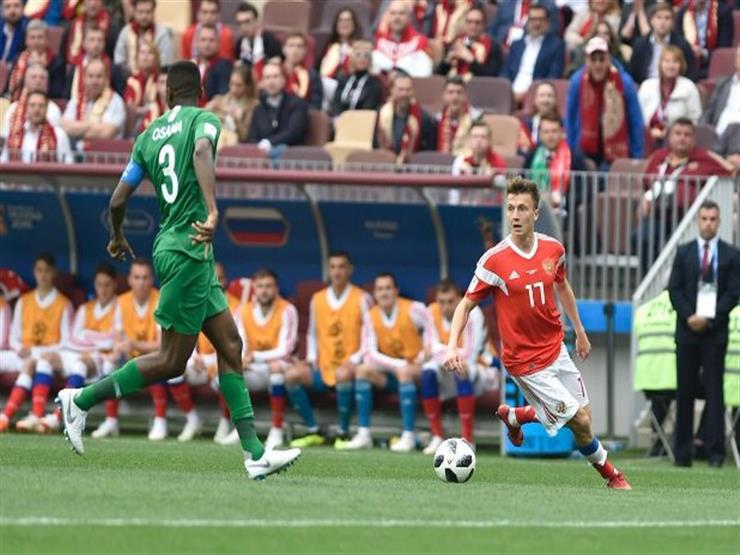 مهارة رائعة من لاعب روسيا أمام مدافع السعودية