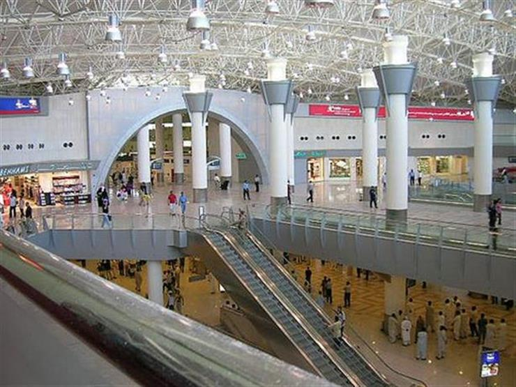"""""""القوى العاملة"""": وصول 4 رحلات تقل 625 عاملًا مصريًّا عالقًا بالكويت"""