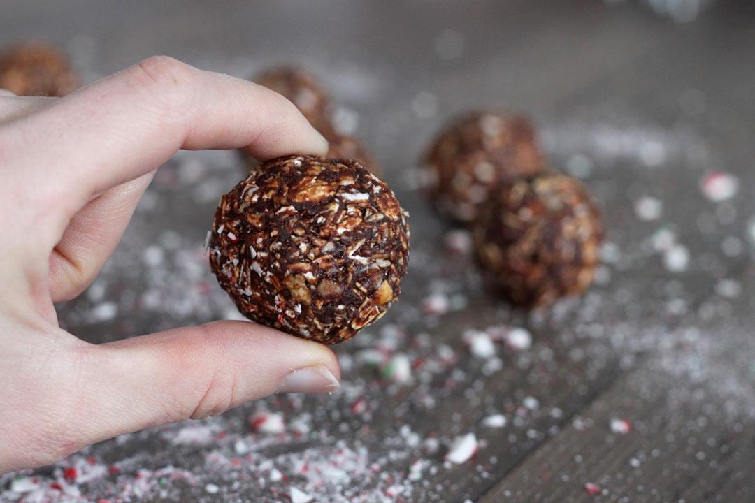 «كرات الشوكولاتة بالشوفان».. مفيدة وتحضر في دقائق