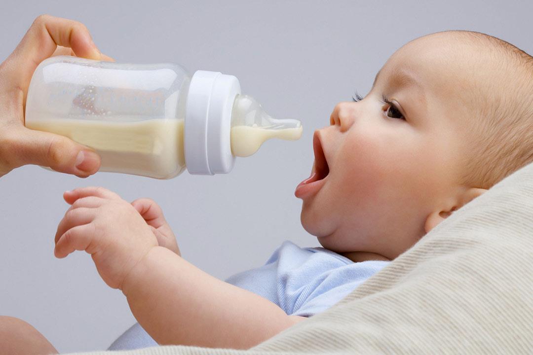 لسلامة طفلك 8 نصائح عند تحضير رضعة اللبن الصناعي الكونسلتو