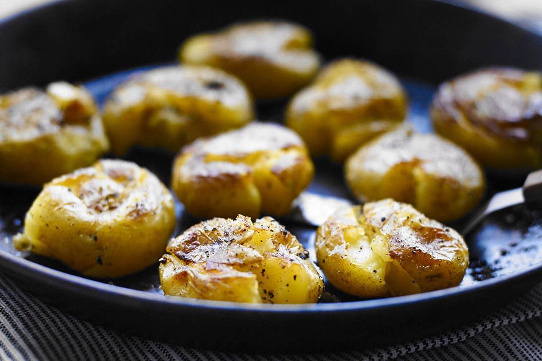 مخبوزات البطاطس لسحور اليوم.. لذيذة وصحية
