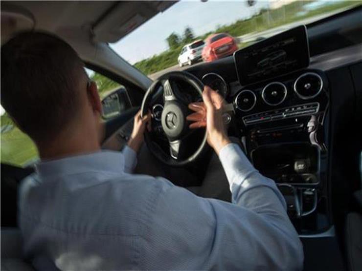 """""""روسيا"""" : إنتاج سيارة تتحكم فيها الإشارات الكهربائية الصادرة عن الدماغ قريباً"""