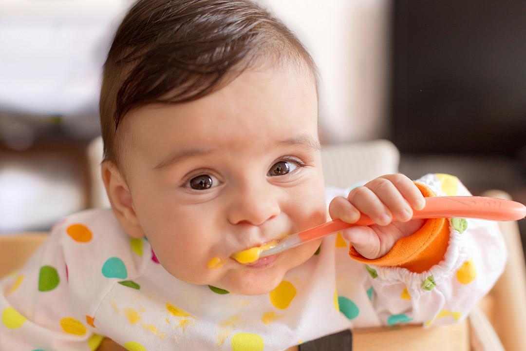 قائمة بالطعام المناسب لطفلك في عمر 6 أشهر