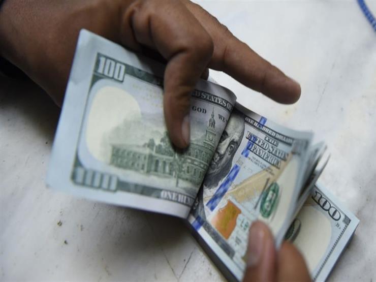 الدولار يرتفع أمام الجنيه ببنكين وينخفض في آخرين مع نهاية التعاملات